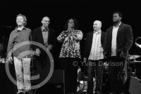 Peter Sprague, Darryl Hall, Dianne Reeves, Peter Martin & Greg Hutchinson -  voir en grand cette image